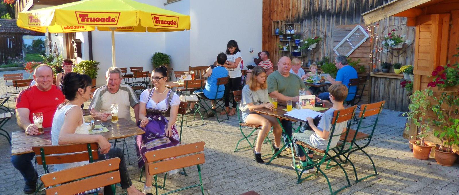 dorfwirt-arnbruck-biergarten-ausflugslokal-bayerischer-wald